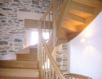 Escaliers chêne débillardé et balustres tournées