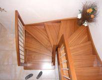 Escalier 2/4 tournant en sapelli