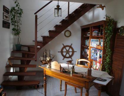 Escalier limon central marches pont de bateau