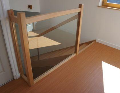 Escalier contemporain et moderne bois et verre sur mesure for Balustrade en bois interieur