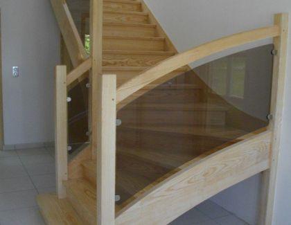 Escalier rampe vitrée