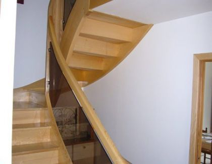 Escalier 2/4 tournant en Frêne Blanc